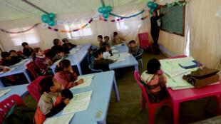 Selon l'Unicef, entre 2,1 et 2,4 millions d'enfants syriens ne peuvent aller à l'école en raison de l'insécurité qui règne en Syrie.