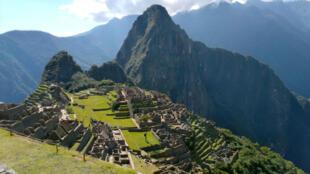 Esta imagen de archivo, tomada el 15 de junio de 2020, muestra a la ciudadela inca de Machu Picchu, a 80 km de Cusco, en el sur de Perú, sin visitantes debido a la pandemia del nuevo coronavirus