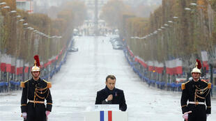 El presidente francés, Emmanuel Macron, pronuncia un discurso durante la ceremonia de conmemoración del Día del Armisticio, 100 años después del final de la Primera Guerra Mundial, en el Arco del Triunfo, en París , Francia, el 11 de noviembre de 2018.