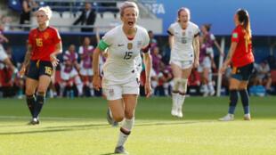 Megan Rapinoe, capitana de la selección de Estados Unidos, celebra un gol ante España en Reims, Francia. 24 de junio de 2019.