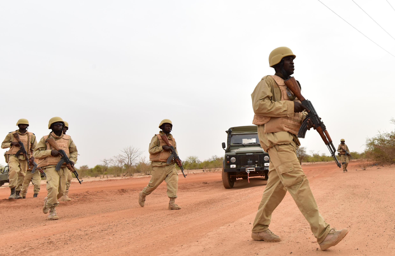 Des soldats du Burkina Faso lors d'un exercice d'entraînement dans un camp militaire près de Ouagadougou, en avril 2018.