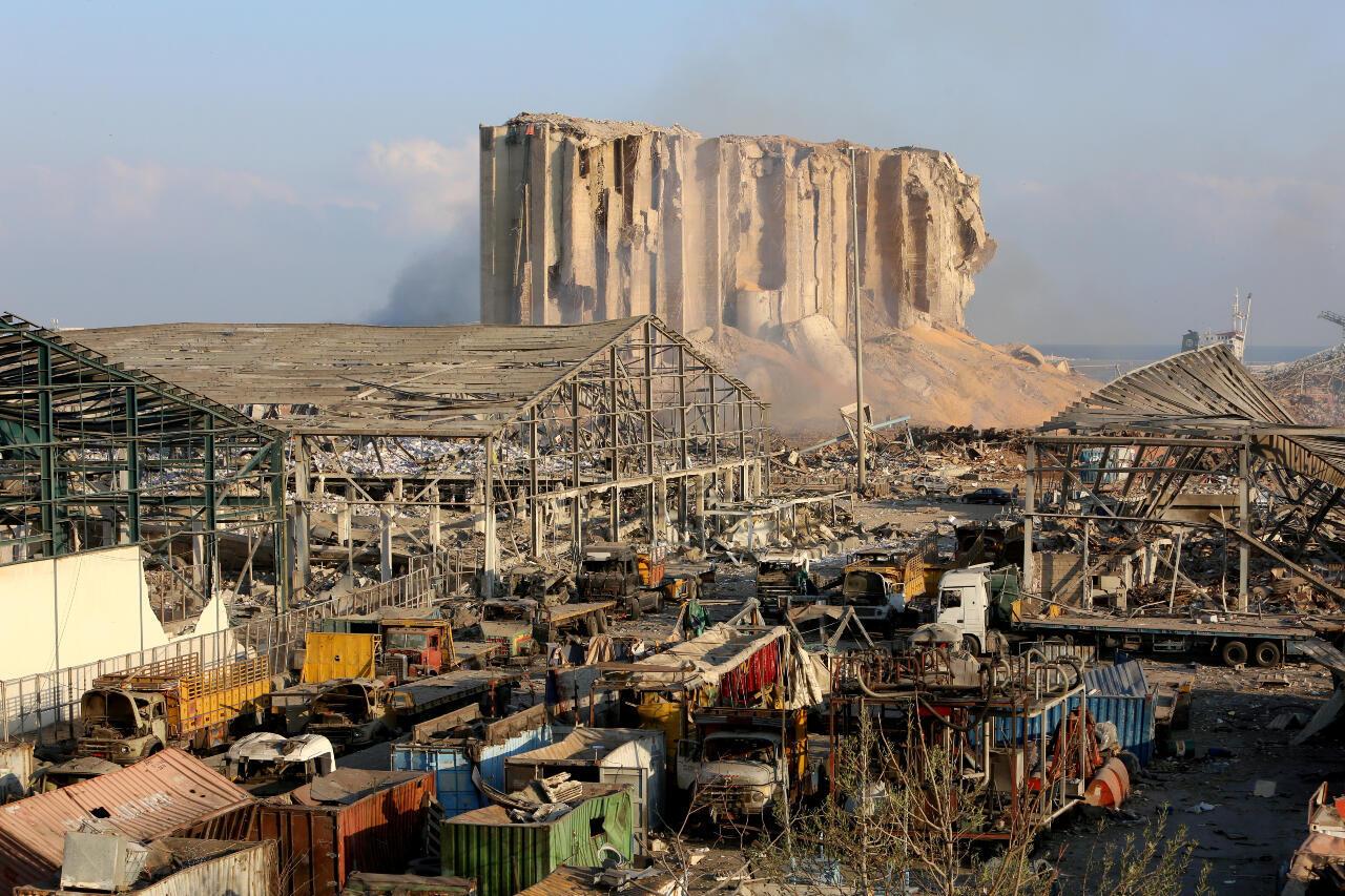 Una vista muestra daños en el lugar de la explosión del martes en el área portuaria de Beirut, Líbano , 5 de agosto de 2020.