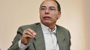 المعطي منجب، محلل سياسي مغربي وناشط حقوقي وعضو مؤسس في 20 شباط/فبراير 2014.
