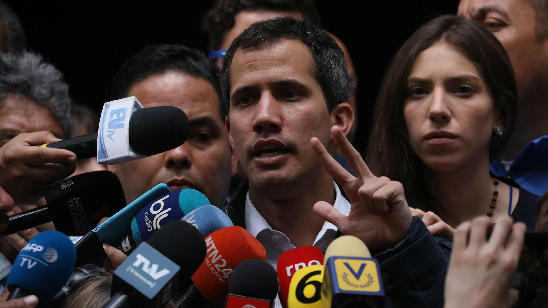 El declarado presidente interino y líder de la Asamblea Nacional, Juan Guaidó, en una comparecencia ante medios, en Caracas, Venezuela, el 27 de enero de 2019.