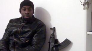 Capture d'écran d'Amedy Coulibaly sur sa vidéo posthume.