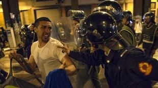 عناصر الأمن يفرقون محتجين من المدرسين المتعاقدين بالرباط 23 مارس/آذار 2019