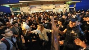 الشرطة التركية تفرق متظاهرين في أنقرة في 20 ايلول/سبتمبر 2015