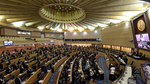 Des membres du Conseil national de réforme votent sur le projet de Constitution, le 6 septembre.