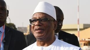 Le président malien, Ibrahim Boubacar Keïta, arrivant à l'aéroport de Ouagadougou au Burkina Faso, le 1er mars 2019.