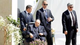 L'une des rares apparitions du président algérien, Abdelaziz Bouteflika, à Alger, le 9 avril 2018.