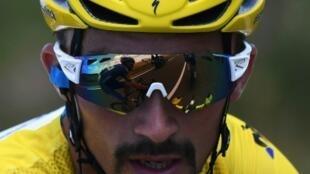 Le peloton du Tour de France, dont le maillot jaune est toujours sur les épaules du Français Julian Alaphilippe, s'est remis en marche mercredi à Albi, après une journée de repos