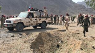 Des forces loyalistes sur la scène de l'attaque sur un campement militaire à Aden, le 1er août2019.