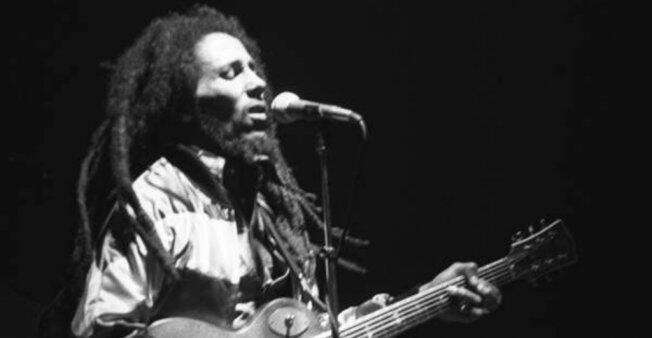 Bob Marley, reconocido cantautor y compositor de la música reggae, ha sido la figura predominante del género musical desde su aparición a mediados de 1960 en Jamaica.