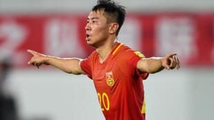 الصيني يو هانشاو يحتفل بالتسجيل لمنتخب بلاده في مرمى الفليبين خلال مباراة ودية في كرة القدم، غوانغجو، مقاطعة غوانغدونغ الجنوبية، في 7 حزيران/يونيو 2017