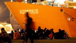 Foto de archivo del barco Aquarium, de la ONG SOS Méditerranée, en la isla italiana de Sicilia.