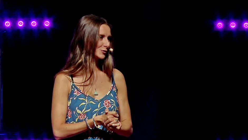 """La alemana Laura Malina Seiler es """"coach de empoderamiento consciente"""", una de las estrellas en este campo en Berlín."""