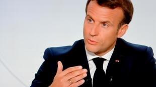 الرئيس الفرنسي إيمانويل ماكرون متحدثا في 14 تشرين الأول/أكتوبر 2020