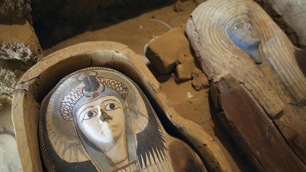 Imagen de dos de los sarcófagos encontrados en Guiza.