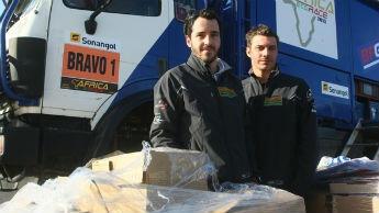 Louis Burton et son coéquipier Arnaud Duchesne lors de l'Africa Eco Race
