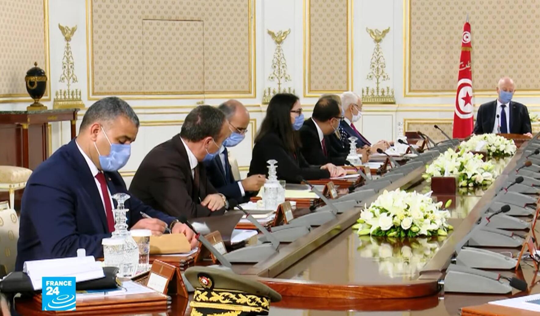 الرئيس التونسي قيس سعيّد خلال اجتماع وزاري بشأن فيروس كورونا