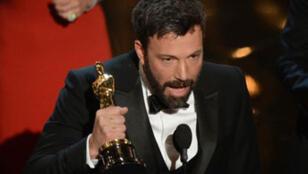 """Ben Affleck reçoit la statuette du meilleur film pour """"Argo"""""""