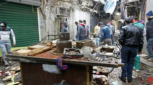 Ce double attentat a eu lieu sur le marché de mi-gros d'Al-Sinek, dans le centre de Bagdad, à une heure matinale où vendeurs et acheteurs sont nombreux.