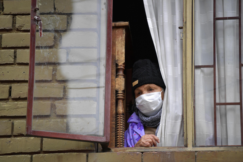 Los ancianos, que son cerca de tres millones de los 50 millones de habitantes de Colombia, tienen prohibido salir de sus casas desde el 18 de marzo
