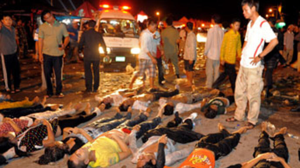 Hundreds dead in stampede at Phnom Penh water festival