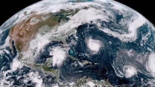 Así avanza Florence según la imagen de satélite de la Administración Nacional Oceánica y Atmosférica.