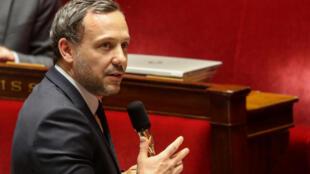 Le secrétaire d'Etat chargé de l'Enfance et des Familles, Adrien Taquet, le 7 mai 2020 à Paris