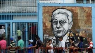طابور من الفنزويليين لانتخاب الجمعية التأسيسية في كراكاس في 30 تموز/يوليو 2017