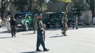 Des membres des forces de sécurité sur les lieux de l'attentat à Kaboul, le 17 septembre 2019.
