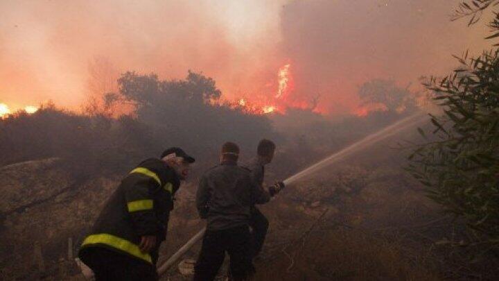 فرق الإطفاء تحاول إخماد الحرائق في إسرائيل