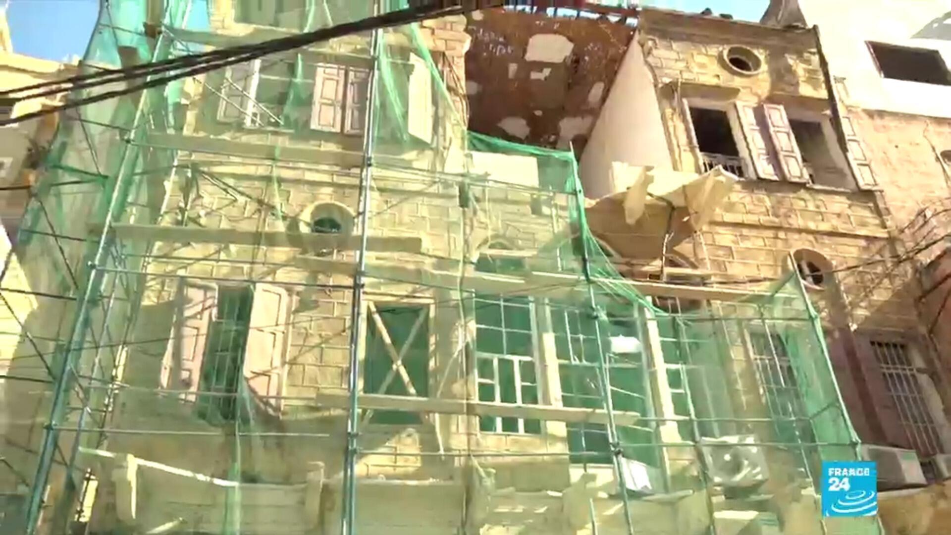 Dans la capitale libanaise dévastée par la double explosion du 4 août, les propriétaires désemparés dénoncent l'arrivée de promoteurs immobiliers, prêts à racheter des bâtisses typiques et endommagées.