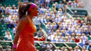 L'Américaine Serena Williams s'est qualifiée pour les demi-finales de Roland-Garros.