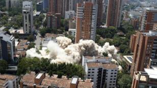 Demolición del edifico Mónaco, antiguo hogar de Pablo Escobar, en Medellín, Colombia. 22 de febrero de 2019.