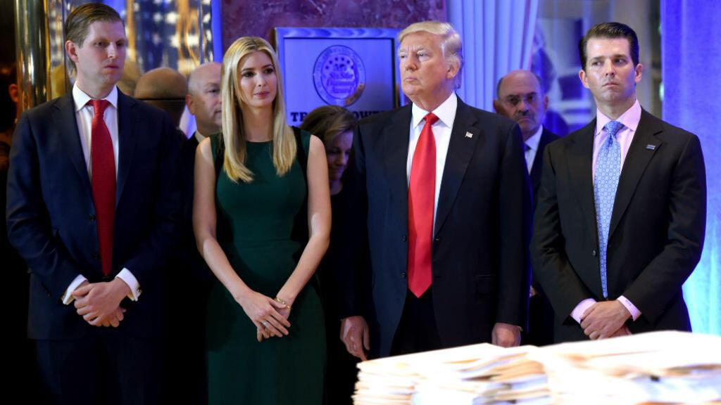 Donald Trump, aux côtés de ses enfants Eric, Ivanka (à g.) et Donald Jr. (à d.), à la Trump Tower de New York, le 11 janvier 2017.