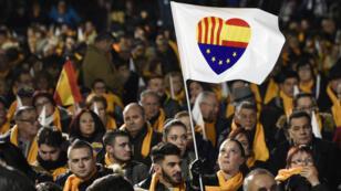 La foule avant un Congrès du parti unioniste Ciudadanos, à Barcelone, le 19 décembre.