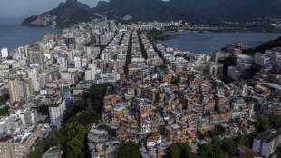 Vista de la favela Pavao-Pavaozinho, enclavada entre barrios residenciales de Rio de Janeiro y rodeada por las turísticas playas de Copacabana, Ipanema y Lagoa