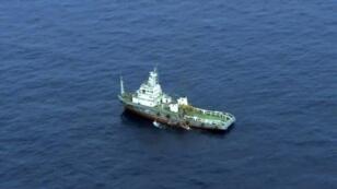 سفينة تشارك في عمليات البحث عن الطائرة المصرية المنكوبة