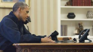 US President Barack Obama talks to health officials on Sunday