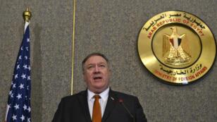 El secretario de Estado de EE. UU., Mike Pompeo, celebra una conferencia de prensa conjunta con su homólogo egipcio luego de su reunión en el ministerio de asuntos exteriores en El Cairo, el 10 de enero de 2019.