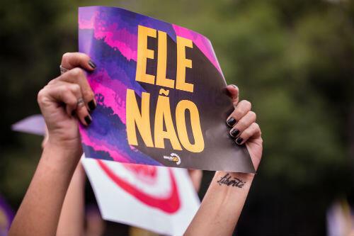 """Au cri de """"Ele Não"""" (""""Non, pas lui!""""), des dizaines de milliers de Brésiliennes ont manifesté samedi 29 septembre contre le candidat d'extrême droite à la présidentielle, Jair Bolsonaro."""