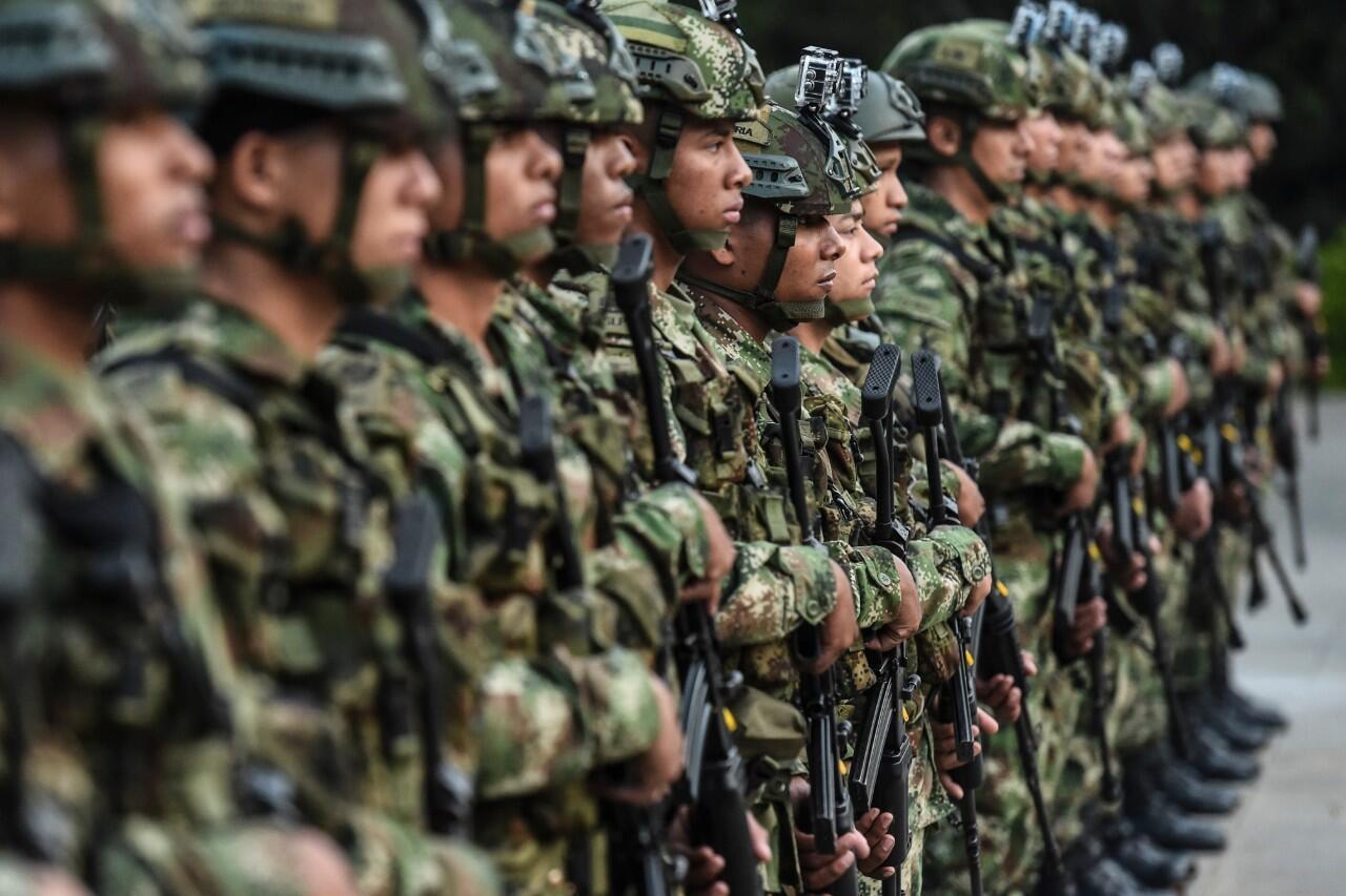 Soldados colombianos durante una presentación en Medellín, Colombia. 11 de febrero de 2020.