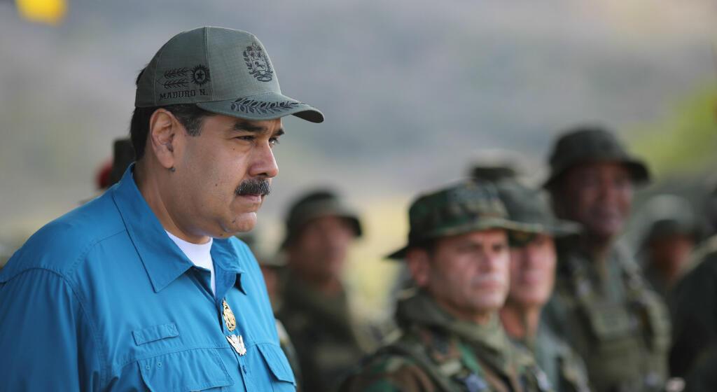 Nicolás Maduro asiste a ejercicios militares en Turinamo, Venezuela, el  de febrero