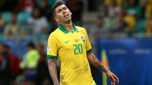 El delantero Roberto Firmino se lamenta durante el encuentro ante Venezuela en Salvador de Bahía, Brasil, el 18 de junio de 2019.