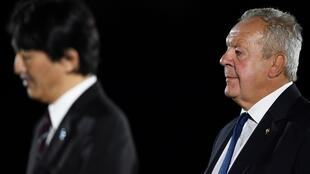England's Bill Beaumont (R) was re-elected as World Rugby chairman in May 2020