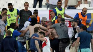 Rixe entre supporters dans le stade vélodrome de Marseille après le match entre l'Angleterre et la Russie, le 11 juin 2016.