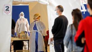 Un site de dépistage des maladies à coronavirus, à Laval, dans le département de la Mayenne, en France, le 15 juillet 2020.