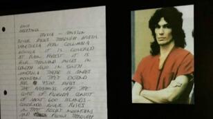 Une lettre manuscrite du tueur en série américain Richard Ramirez.
